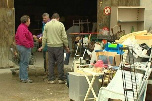 la grande vente d'été de la communauté d'Emmaüs a lieu ce samedi 15 juin 2013