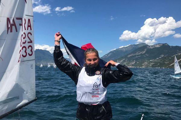 La Bretonne Lomane Valade, 14 ans, championne du monde d'optimist en féminine.