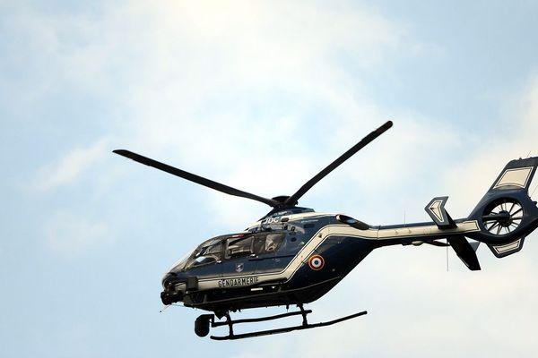 Un hélicoptère de la gendarmerie avait participé aux recherches (photo d'illustration)
