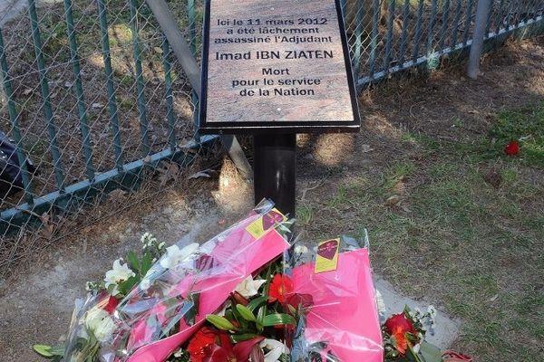 La plaque érigée en la mémoire d'Imad Ibn Ziaten à Toulouse.