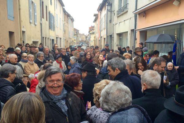 La cérémonie dans la rue Prud'hom de Cluny, devant le N°4