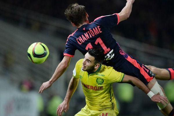 Le bordelais Clément Chantôme aux prises avec le nantais Thomasson lors de la 22ème journée de ligue 1 le 23 janvier 2016.