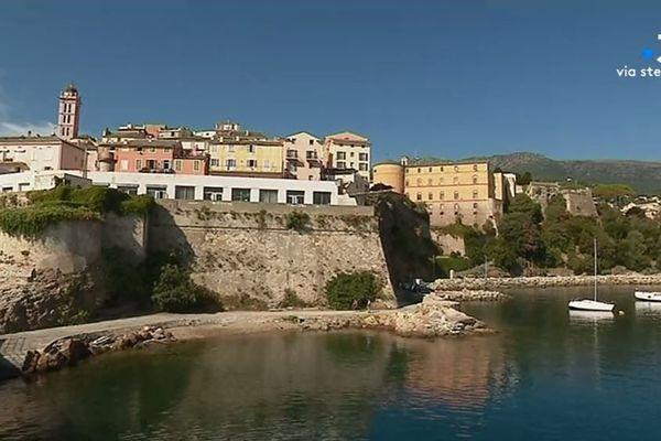 L'extension du lycée maritime et aquacole de Bastia (Haute-Corse) est contestée par un collectif de riverains.