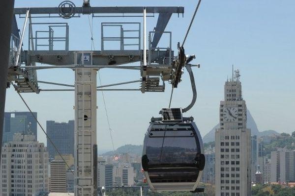 Exemple d'un téléphérique urbain en fonctionnement, au Brésil.