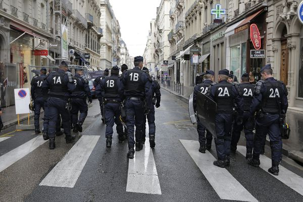 Une quarantaine de CRS toulousains ont été dispensés, lundi, de mission à Paris. Ils s'inquiètent de l'avenir de leur indemnité journalière d'absence.