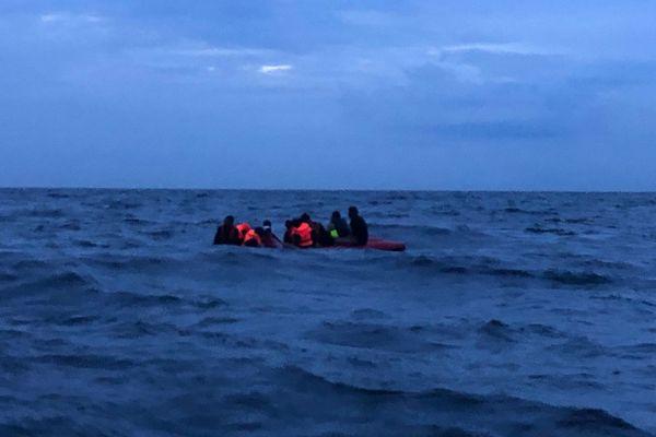 Les migrants naufragés au large de Boulogne-sur-Mer, le 9 août 2019.