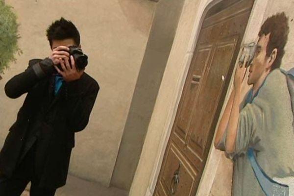 Tristan Philippe parcourt les rues de Montpellier pour immortaliser le streetart.