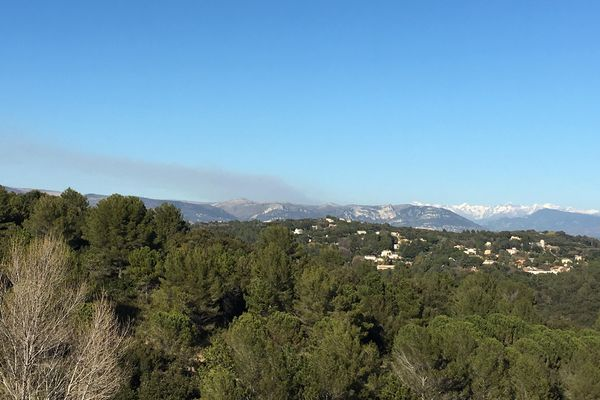 Important feu de broussailles à Lantosque dans les Alpes-maritimes.