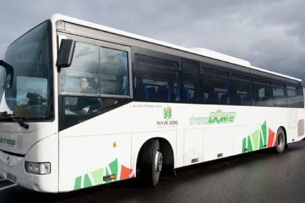 Le réseau de bus Transdôme, qui dessert 171 communes du Puy-de-Dôme, réduit son offre à compter de ce mardi 24 mars
