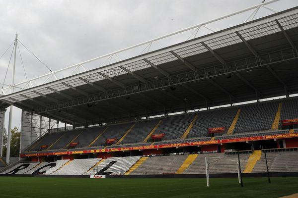 Près de 4200 sièges ont été enlevés de la tribune Marek du stade Bollaert de Lens, où les supporters seront désormais debout au moins jusqu'à la fin de la saison.