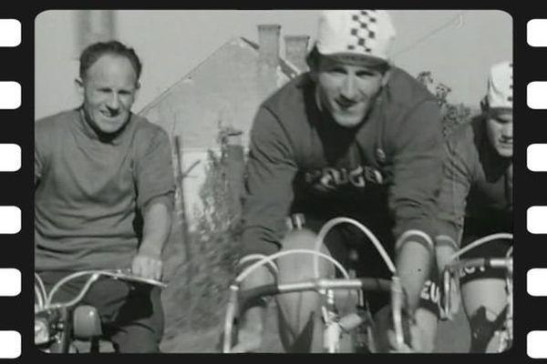 Jean-Pierre Danguillaume, ancien coureur cycliste Tourangeau en entraînement avec son père en 1976