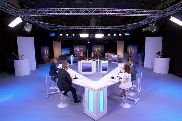 Débat entre les 3 candidats pour le second tour des élections régionales en Occitanie : Carole Delga (PS), Jean-Paul Garraud (RN) et Aurélien Pradié (LR) sur le plateau de France 3.