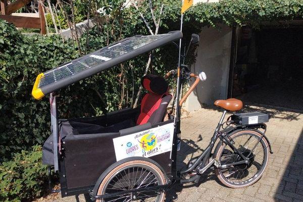 Le tricycle de Pierre et son épouse Annick, atteinte de la maladie d'Alzheimer.