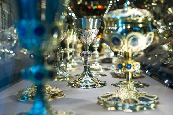 Quelques-uns des objets mis en valeur par Jean-Michel Othoniel