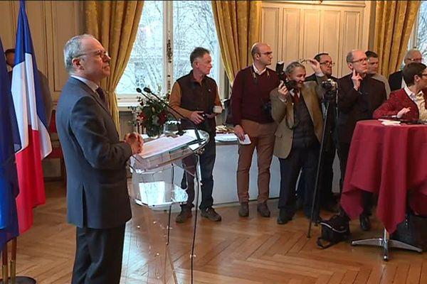 """Le préfet s'est exprimé devant la presse, qualifiée par lui de """"pilier essentiel du débat démocratique""""."""
