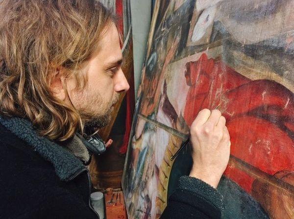 Jérôme Ruiz redonne des couleurs aux tableaux de la faculté de médecine de Toulouse.