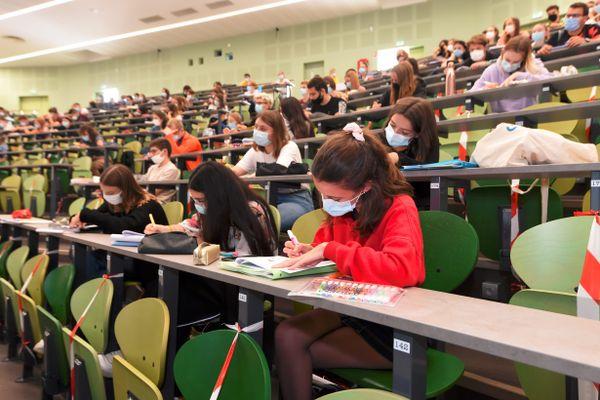 Les étudiants devront porter obligatoire le masque en cette rentrée 2020-2021 dans les universités.