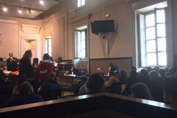 La salle de la cour d'assises d'Aix-en-Provence, quelques minutes avant l'ouverture du procès.