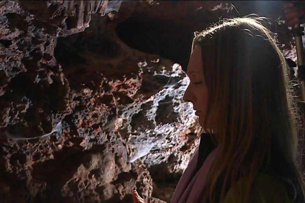 Goûter au calme et au silence d'une grotte, le temps d'une méditation dans la nature, au coeur des gorges du Gardon.