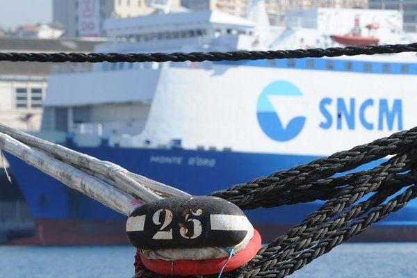 """Le  """"Monte d'Oro"""" de la SNCM   le 27 mars 2014 dans le port de Marseille"""
