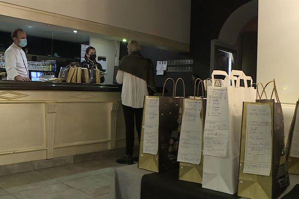 A Montferrier-sur-Lez, dans l'Hérault, un couple de restaurateurs propose des plats de fête à emporter pour les fêtes de fin d'année. Le carnet de commandes est plein.