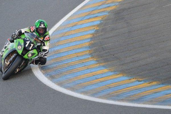 Fabien Foret ici au guidon de la Kawasaki officielle n°11 a remporté, avec Grégory Leblanc et Nicolas Salchaud, les 24 Heures du Mans moto. Le perchiste Renaud Lavillenie qui disputait l'épreuve au sein de l'équipe Team AZ Motos a pris la 25ème place. (Le Mans, 22/09/13)
