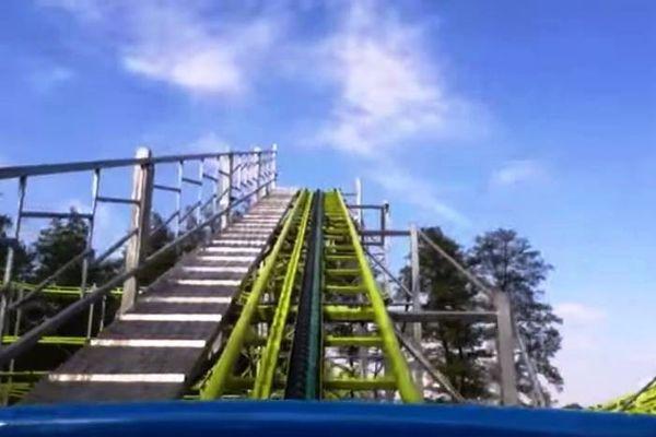 L'accident s'est produit lorsque la chaîne de tractage des wagons a lâché dans l'une des montées du grand huit Cyclon Coaster du parc familial alsacien.