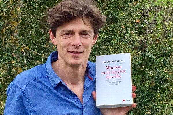 """Damon Mayaffre, professeur à l'université Côte d'Azur publie """"Macron ou le mystère du verbe"""" (l'Aube)."""