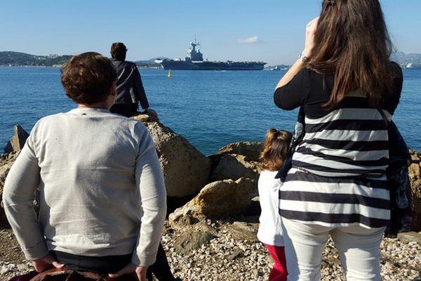 Le départ ce matin de Toulon du Charles de Gaulle