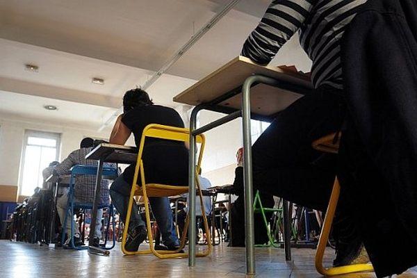 Le coup d'envoi du bac 2013 a lieu lundi 17 juin avec la traditionnelle épreuve de philosophie pour les élèves du bac général.