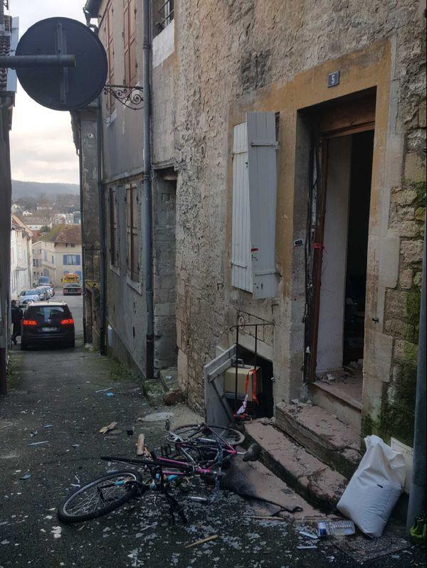 L'entrée du domicile du forcené à Joinville.