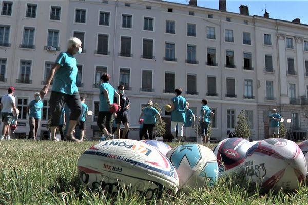 Le ballon ovale, un outil stratégique du bien-être des séniors. Silver XIII Equilibre est un programme d'activités physiques adaptées, mis en place par la Fédération de rugby à XIII.