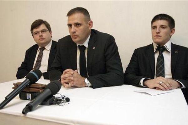 Yvan Benedetti (au centre), aux côtés d'Alexandre Gabriac (fondateur des Jeunesses Nationalistes) et de Jérôme Bourbon (revue Rivarol)