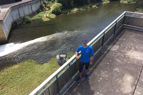 """""""Hydroguide"""", c'est le job d'été de Valentin Blottiau. Dans les gorges de la Truyère,  l'étudiant mène une campagne de prévention auprès des visiteurs pour les informer des risques aux abords des barrages."""