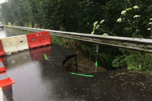 La bande d'arrêt d'urgence de la RN 157 effondrée au niveau de Cornillé