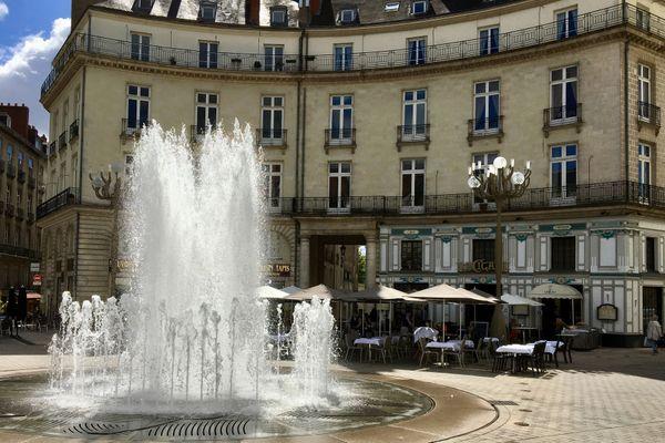 Une source de fraîcheur place Graslin à Nantes