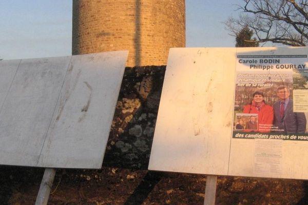 Des panneaux d'affichage à Saint-Benoît-du-Sault, dans l'Indre.