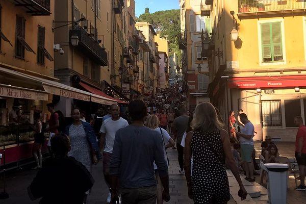 Un peu partout en France, et notamment à Nice, des fêtards se sont rassemblés sans distanciation sociale et sans masques.