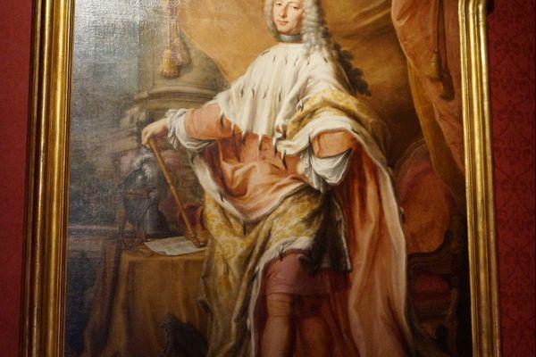 """""""Portrait de Giovanni Francesco Brignale-Sale"""", Jacopo Antonio Boni, XVIIIe siècle. """"Cette toile nous permet d'évoquer le 2e titre qu'avait le doge, de 1737 à 1768 : celui de roi de Corse. On retrouve ici les attributs de la royauté : le sceptre, la couronne et l'hermine"""", explique Sylvain Gregori, commissaire de l'exposition."""