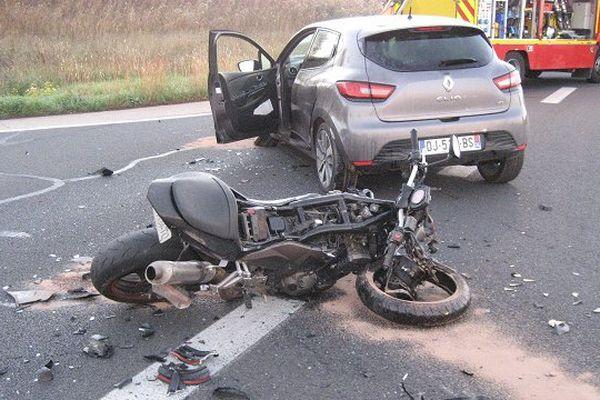 Un motard est mort après une collision avec une voiture sur la route de Corneilhan, près de Béziers, dans l'Hérault - 6 novembre 2015