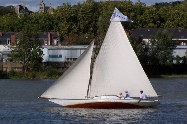 Vétille, premier yacht à coque en fer galvanisé français, construit à Nantes en 1893