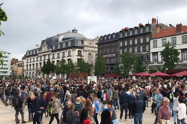 Environ 1 700 personnes se sont rassemblées place de Jaude à Clermont-Ferrand ce samedi 17 juillet.