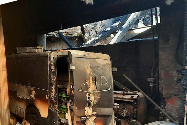 Le feu n'a fait aucun blessé.