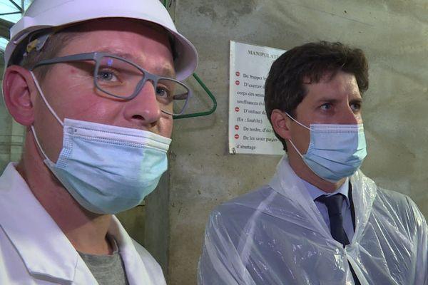 Le ministre de l'agriculture Julien Denormandie en visite dans un abattoir du Jura