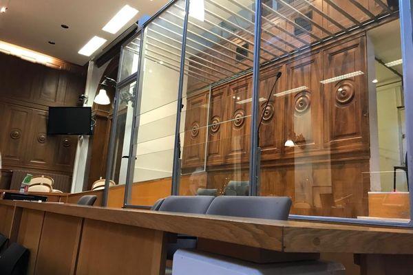 Le box des accusés de la cour d'assises du Gard à Nîmes, le 3 juin 2021.