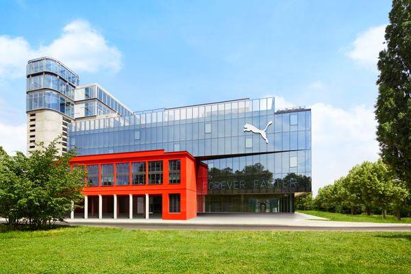 Avec 2.000 m² de façade double-peau ventilée naturellement, le bâtiment se régule automatiquement.