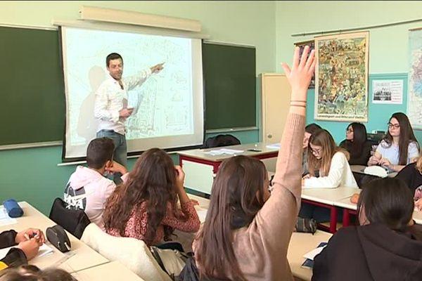Dans cette classe de seconde du lycée Masséna, les élèves commencent  l'apprentissage de la langue niçoise