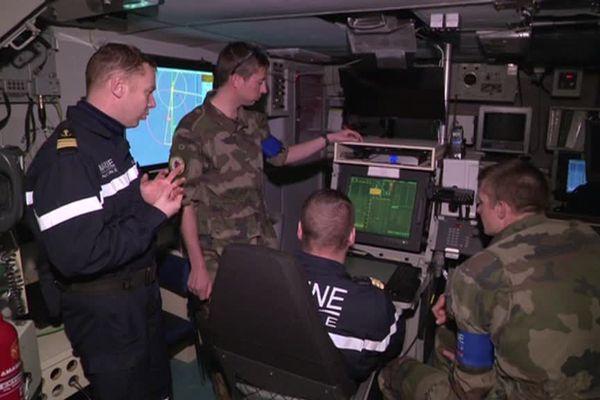 Les militaires recherchent la présence de mines dans la Manche