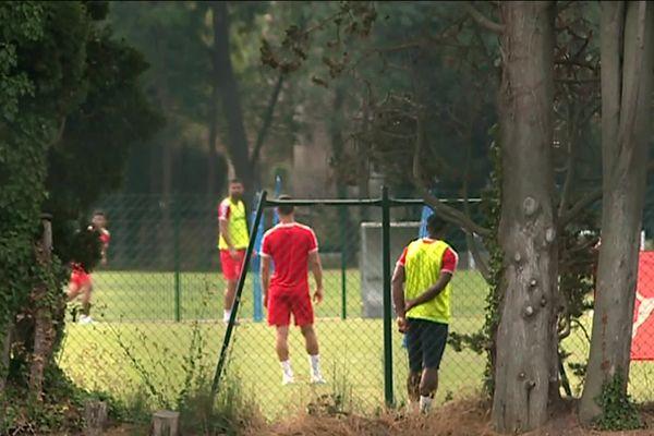 Les Crocos ont suivi des entraînements à huis clos, avant de jouer face au tenant du titre.