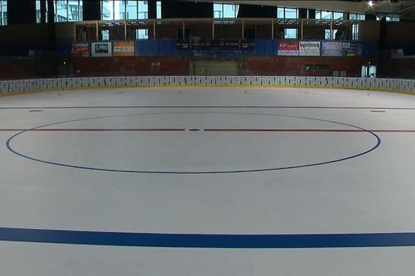 La patinoire prête pour le 1er match du Lyon Hockey Club, le 29 septembre.